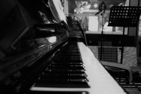 STUDIO PIANO BW